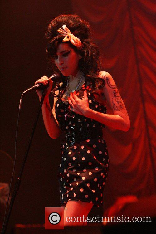 Amy Winehouse is self-groping again during a performs...