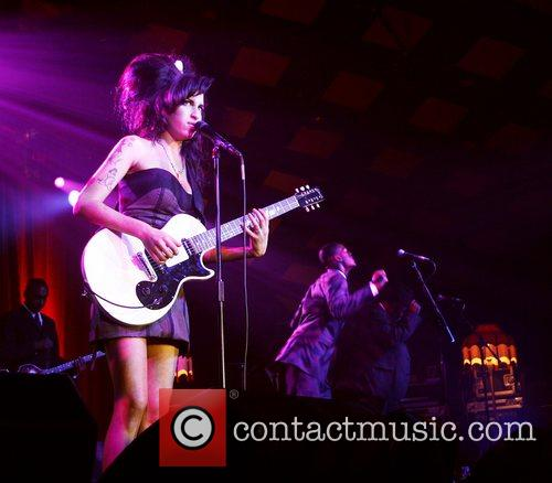 Performs at 'Barrowlands Ballroom'