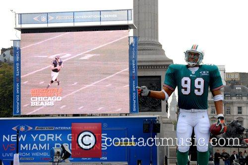 Anamatronic Nfl Player and The Game 2