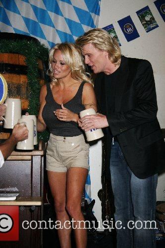 Pamela Anderson, Hans Klok and Las Vegas 8