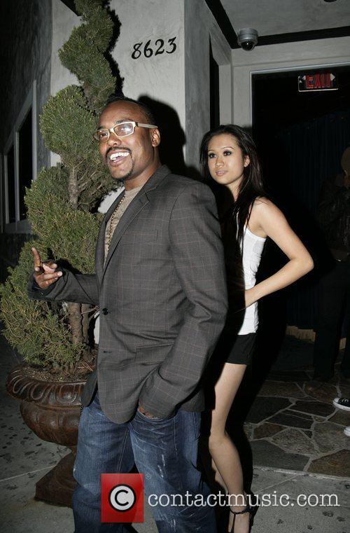 Apl.de.Ap from The Black Eyed Peas leaving Villa...