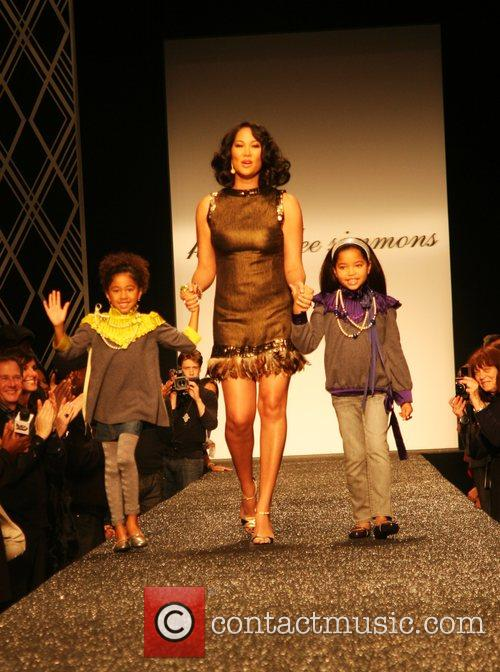 Kimora Lee Simmons and Daughters 4
