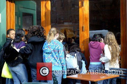 School children get a peek of Lindsay Lohan...