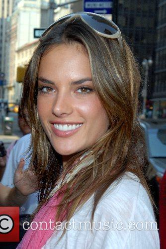 Alessandra Ambrosio, Victorias Secret, Times Square