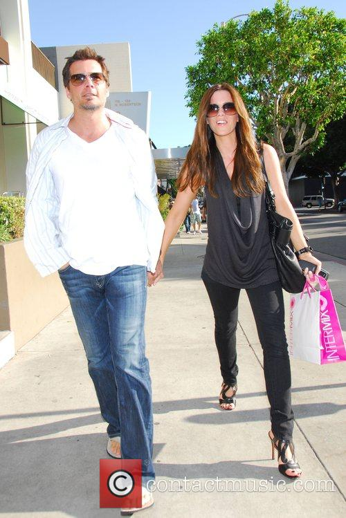 Kate Beckinsale and Len Wiseman shopping at Intermix on...