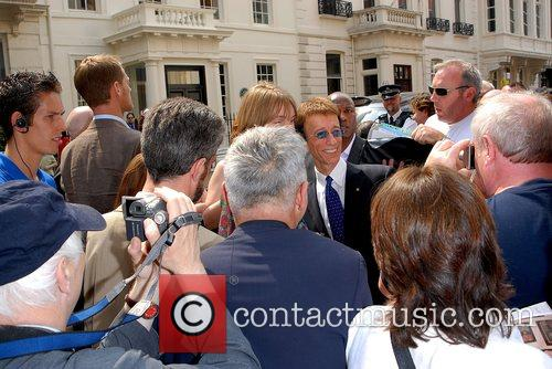 Robin Gibb Mobbed by fans The Bee Gees...