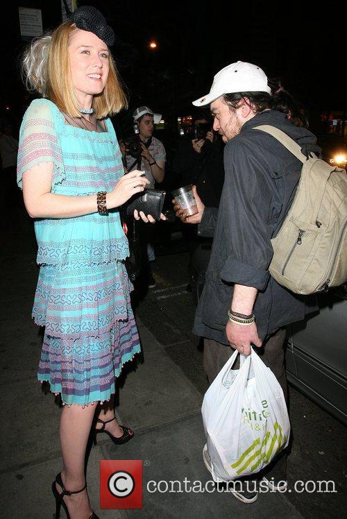 Roisin Murphy gives money to a beggar Belvedere...