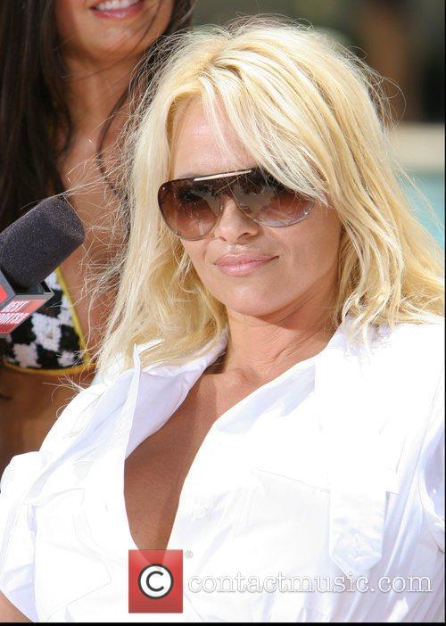 Pamela Anderson 30