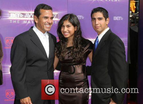 Antonio Villaraigosa & his children B.E.T.Awards 2007 held...