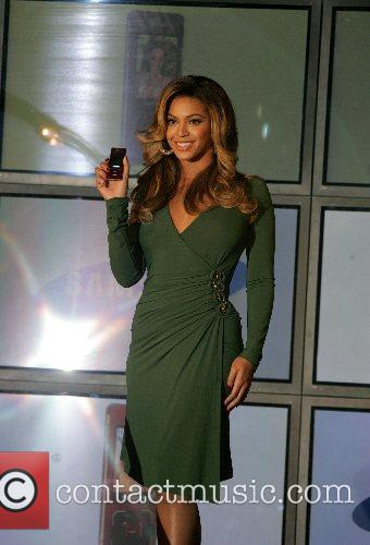 Beyonce Knowles and Samsung Announce The Launch Of The New ' B 'phone ' 3