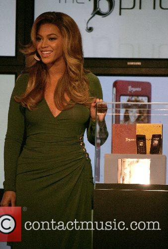 Beyonce Knowles and Samsung Announce The Launch Of The New ' B 'phone ' 4