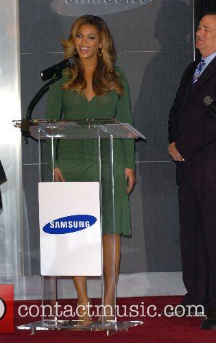 Beyonce Knowles and Samsung announce the launch of the new ' B 'Phone ' 19
