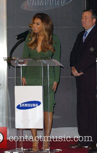 Beyonce Knowles and Samsung announce the launch of the new ' B 'Phone ' 13