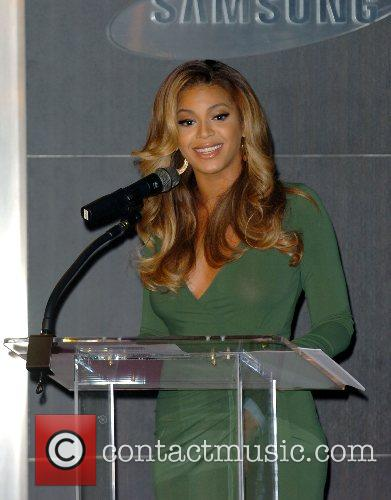 Beyonce Knowles and Samsung Announce The Launch Of The New ' B 'phone ' 7