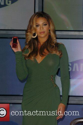 Beyonce Knowles and Samsung announce the launch of the new ' B 'Phone ' 21