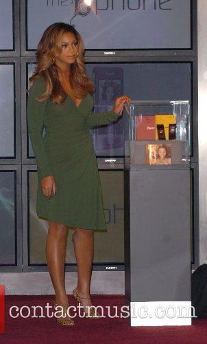 Beyonce Knowles and Samsung Announce The Launch Of The New ' B 'phone ' 10