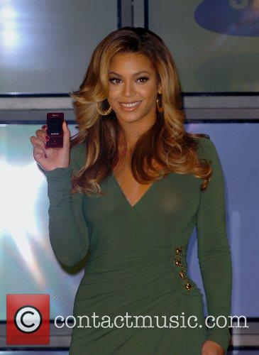 Beyonce Knowles and Samsung announce the launch of the new ' B 'Phone ' 24