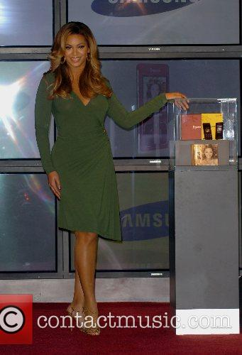 Beyonce Knowles and Samsung Announce The Launch Of The New ' B 'phone ' 11
