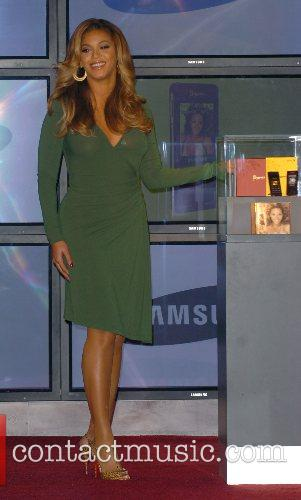 Beyonce Knowles and Samsung announce the launch of the new ' B 'Phone ' 25