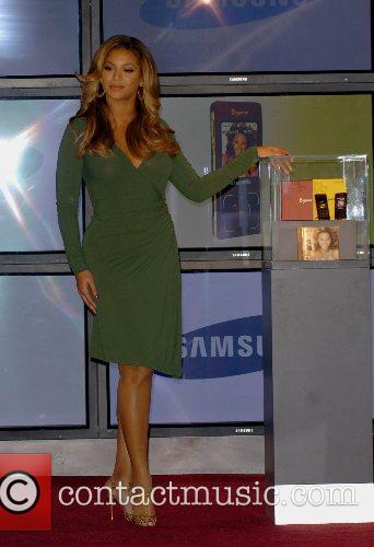 Beyonce Knowles and Samsung announce the launch of the new ' B 'Phone ' 22