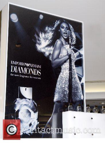 Atmosphere Beyonce Knowles launches the new fragrance Emporio...