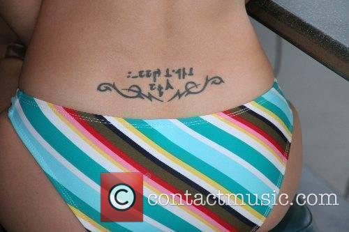 Chelsea Hunter Bikini Beach Mile Workout and Press...