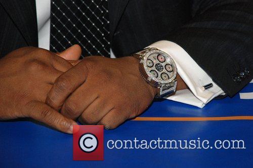 Boyz II Men perform and sign copies of...