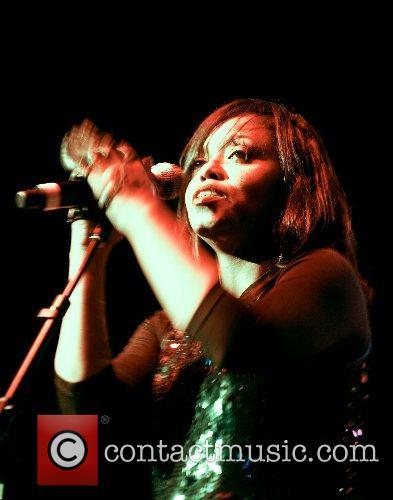 N'Dea Davenport  Brand New Heavies perform live...