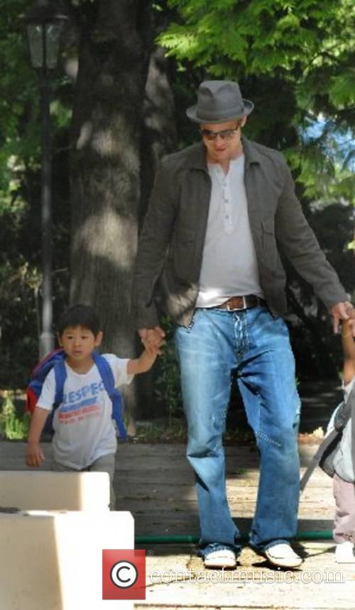 Brad Pitt takes his daughter to the international...