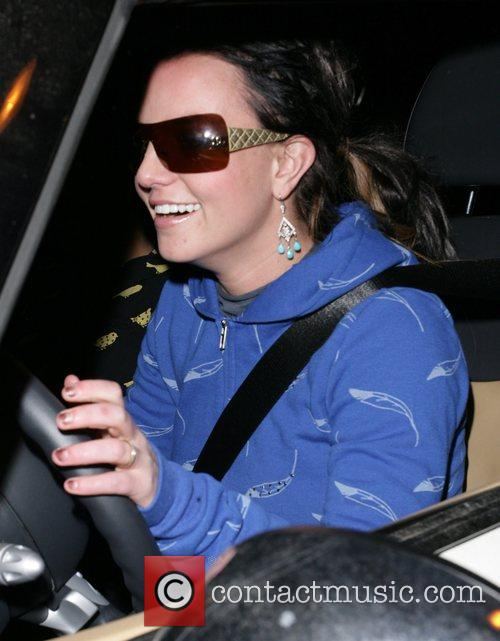 Britney spears drives to the Four Seasons Hotel...