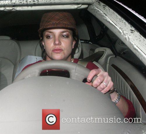 Britney Spears leaves Lisa Kline clothes shop after...