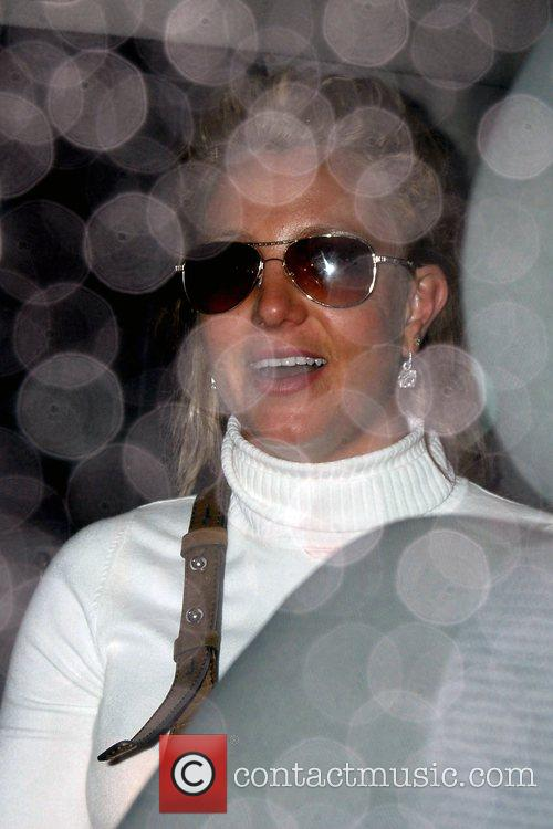 Britney Spears sneaks out of Dominick's restaurant through...