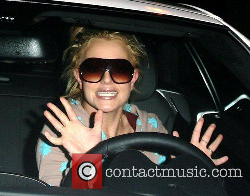 * SPEARS CAN'T DRIVE WITH HER KIDS IN...