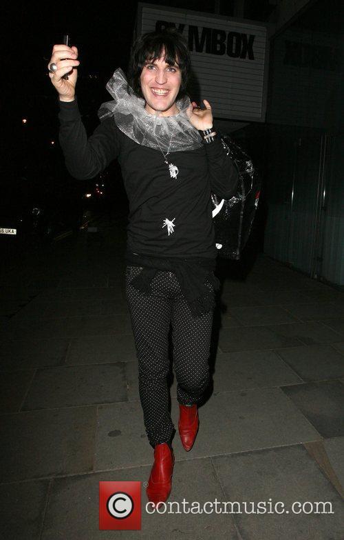 Noel Fielding leaving Bungalow 8 nightclub.