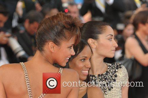 Noemie Lenoir and Kerry Washington 6