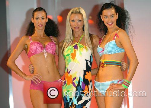 Caprice Bourret and Models 8