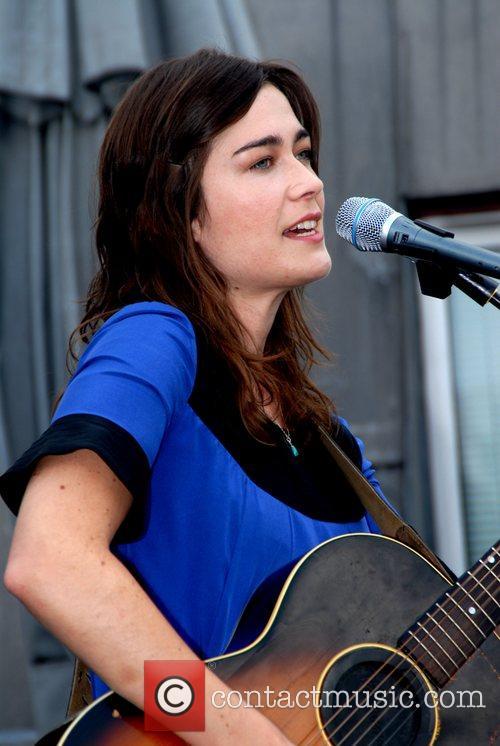 Philadelphia-born, Norfolk-based singer-songwriter launches her new single 'Mr...