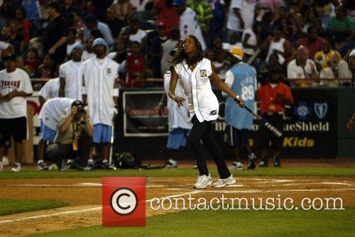 Vivica A. Fox 2007 Allen Iverson celebrity softball...