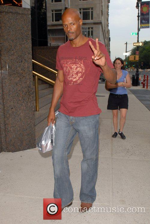 Keenen Ivory Wayans out and about in Midtown...
