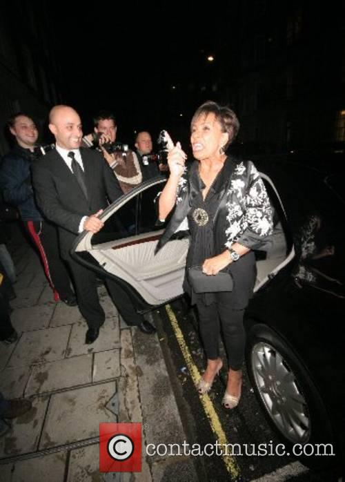 Jokes with paparazzi after they photograph her accidentally...