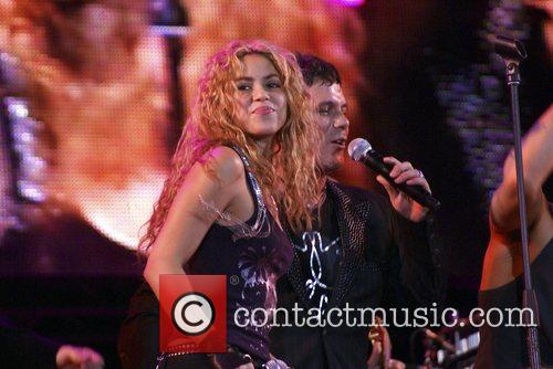 Alejandro Sanz and Shakira 4