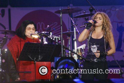 Shakira and Mercedes Sosa 6