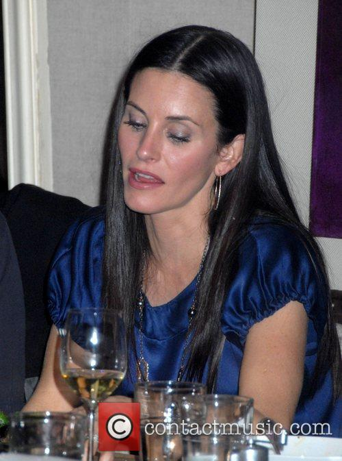 'Dirt' star Courteney Cox  has dinner with...