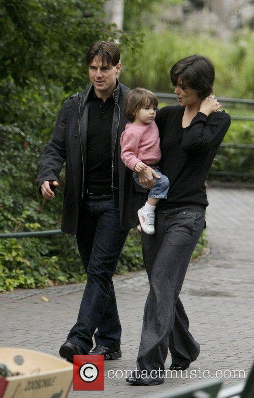 Tom Cruise and Katie Holmes take daughter Suri...