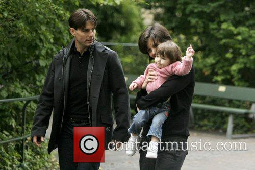 Tom Cruise and Katie Holmes take daughter Suri...