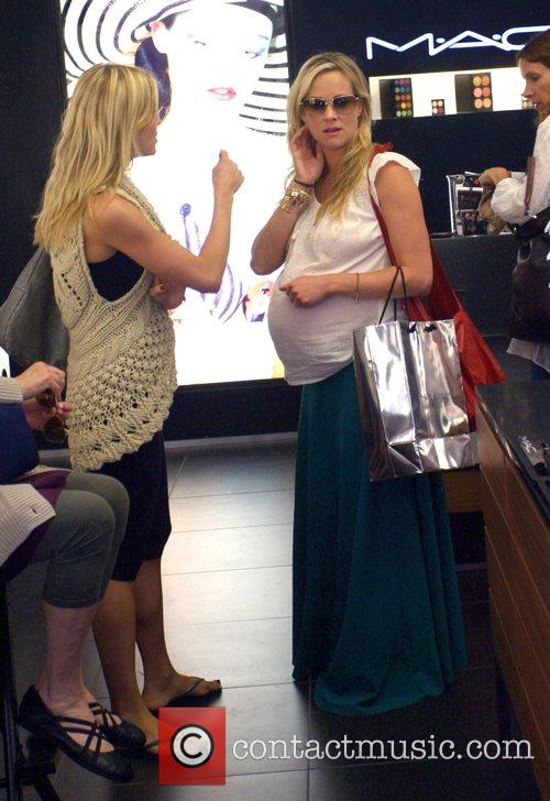 Brittany Daniel and Her Pregnant Twin Sister Cynthia Daniel 9
