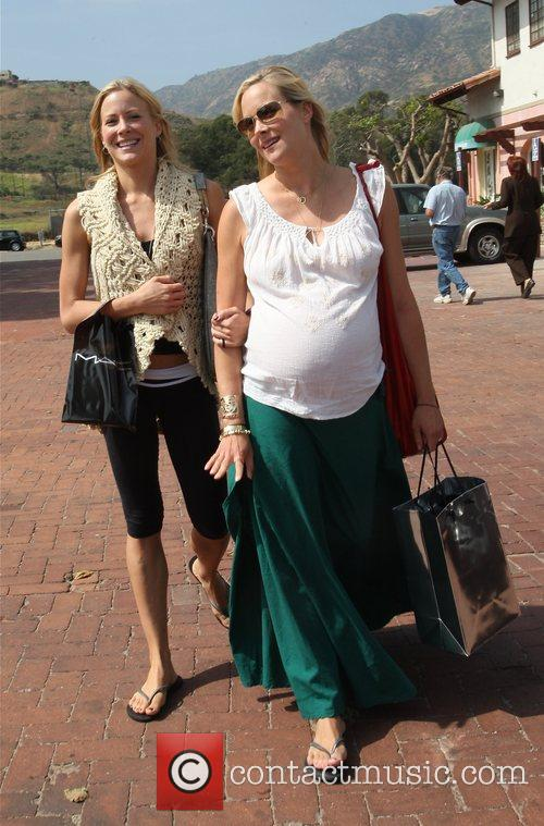 Brittany Daniel and Her Pregnant Twin Sister Cynthia Daniel 5