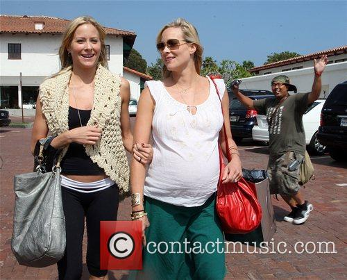 Brittany Daniel and Her Pregnant Twin Sister Cynthia Daniel 8