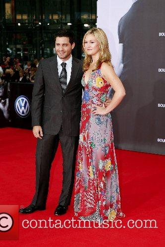 Edgar Ramirez and Julia Stiles 8