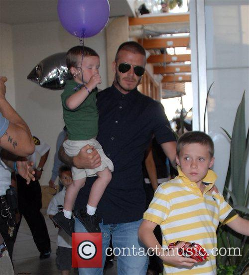 David Beckham and Family Arrive At Pink Taco To Celebrate Victoria's Birthday 6